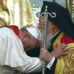 Francesco e Bartolomeo I. Il Bacio della Benedizione e della Comunione
